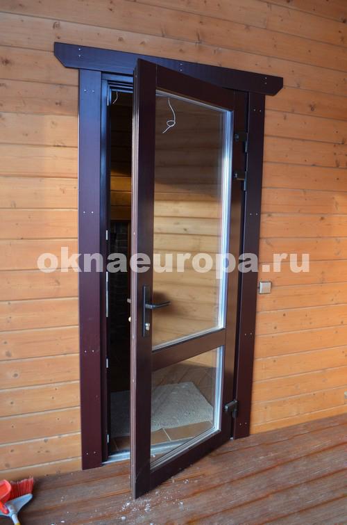 Входные двери в деревянный дом
